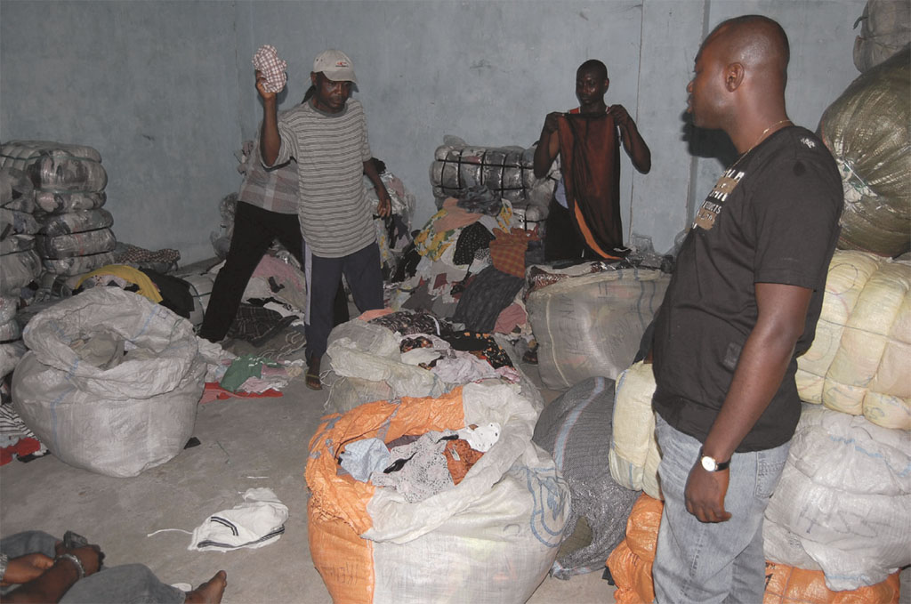 Second-hand clothing traders at the Biafra Market. Photograph by Olumide Abimbola